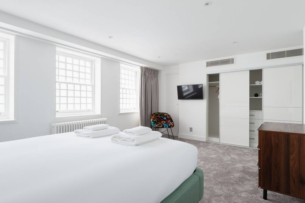 Leicester Square Crown III Bedroom